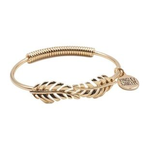NEW Kinsley Armelle Laurel Leaf Bracelet